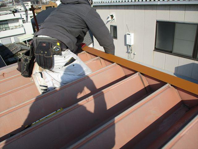 姫路市の折板屋根の棟板金施工