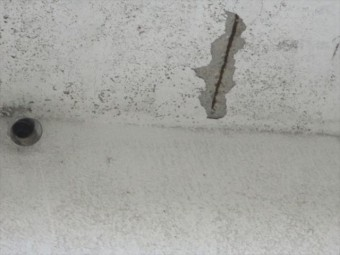 加古川市の築古年のRCの物件の露筋