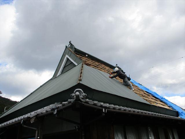 神河町の急勾配の屋根の復旧