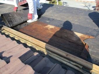 西市のルーフィングの撤去作業の写真