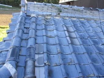 姫路市の傷んだ瓦屋根の写真