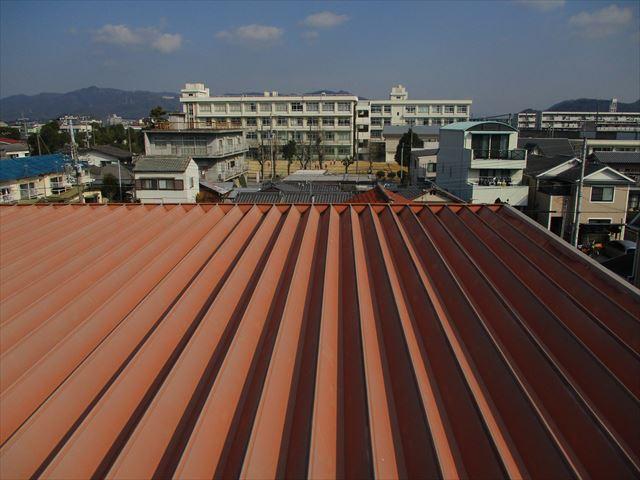 工場や倉庫で使われる折板屋根