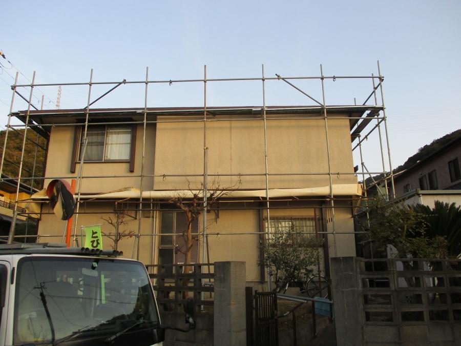 姫路市のカラーベストから金属屋根葺き替え工事の足場設置作業