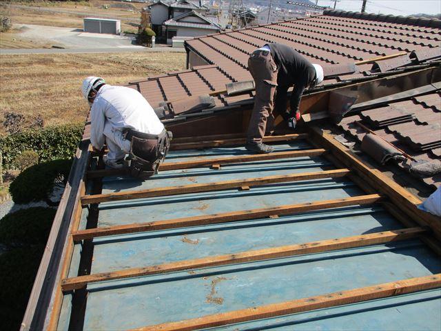 加西市の垂木の補強作業