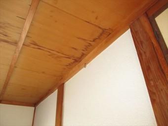 姫路市の雨漏りの天井の雨染み
