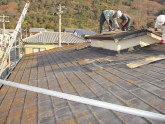 姫路市のカラーベストからガルバリウム立平葺きでの葺き替え工事の写真