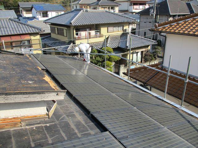 姫路市でカラーベストからガルバリウム葺き替え工事の太陽光パネルの撤去
