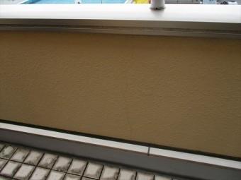 姫路市のバルコニーの壁面のヒビ