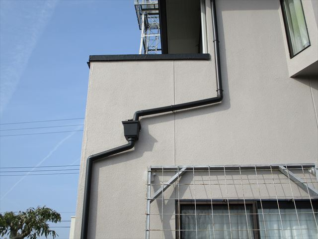姫路市の雨樋角マスの位置調整