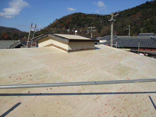姫路市のカラーベストからガルバリウム葺き替えの野地板増し張り