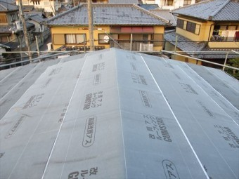 姫路市のカラーベストからガルバリウム葺き替えのルーフィング施工