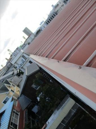 姫路市の屋根のゆがんだ板金