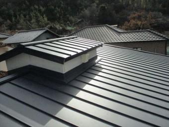 姫路市のカラーベストからガルバリウム立平葺きでの葺き替え工事完工写真