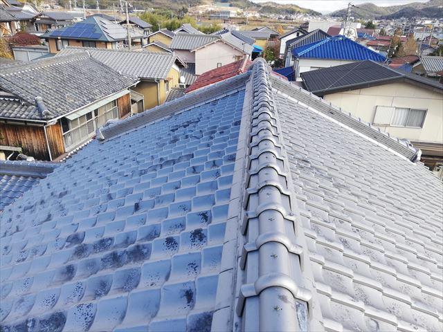 加古川市の雨漏り無料点検の大屋根の瓦屋根の状態