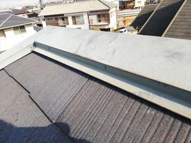加古郡播磨町の雨漏り無料点検の棟板金の隙間