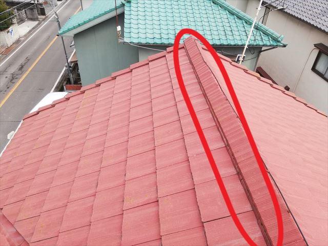 たつの市の雨漏り点検の棟部分のズレ