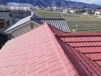 並勾配のスレート屋根