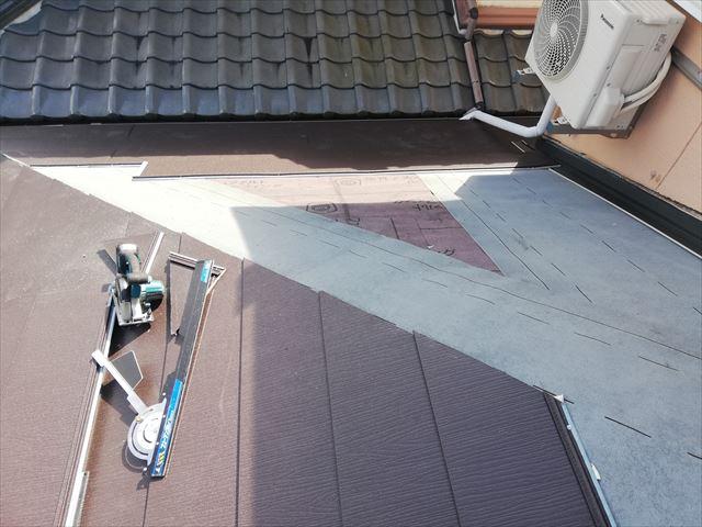 高砂市の屋根葺き替え工事の下屋のスーパーガルテクト