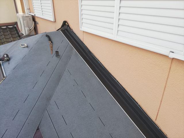 高砂市の屋根葺き替え工事の雨押え板金施工