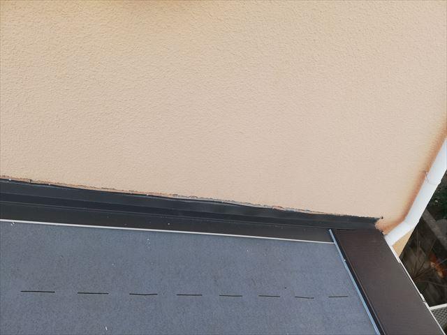 高砂市の屋根葺き替え工事の雨押え板金の施工の写真