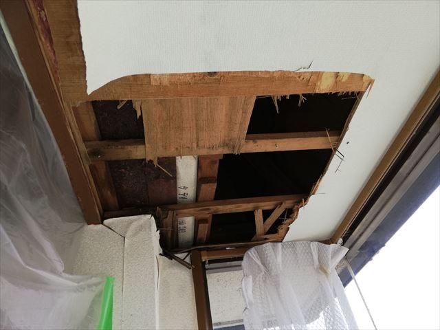 姫路市の雨漏り無料点検の天井内部の写真