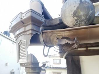 姫路市で割れてしまった雨樋の集水器