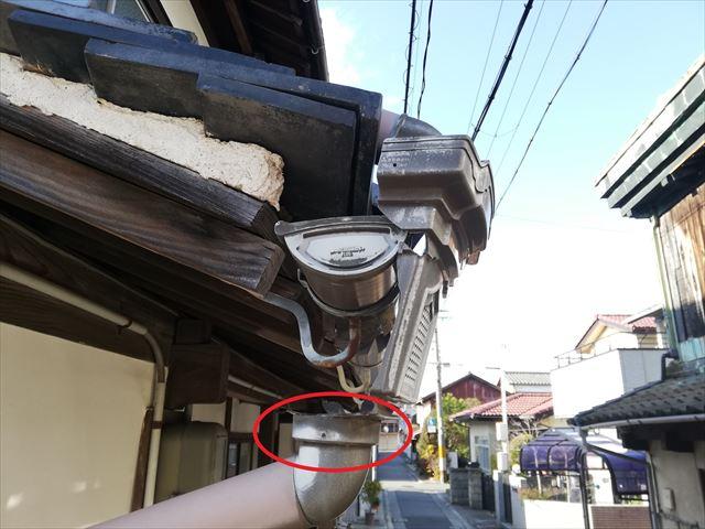 姫路市での破損した集水器の取外し作業