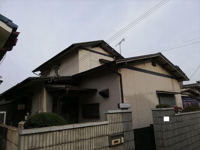 姫路市の外壁塗装とスレート屋根のカバー工法の仮設足場の着工です