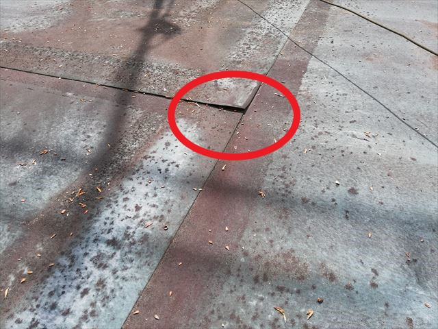 三木市の雨漏り無料点検のはがれているゴムシート