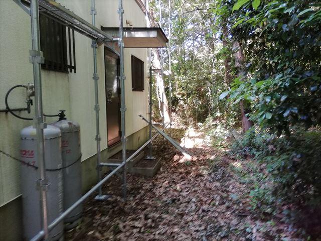 三木市の外壁塗装の足場の施工の様子