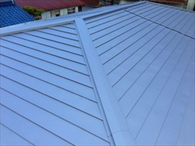 横葺きの金属屋根