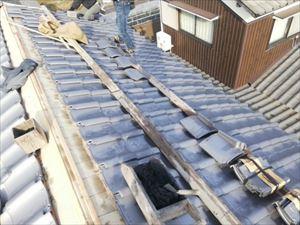 姫路市の瓦屋根工事のいぶし瓦葺き替え作業の黒なんばん