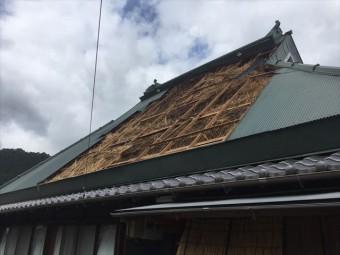 神河町の茅葺きにトタンを被せた屋根