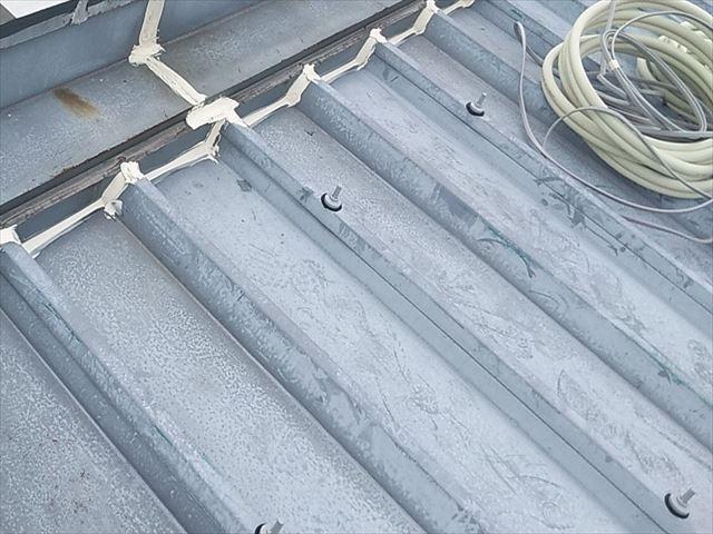 折板屋根のボルトキャップ
