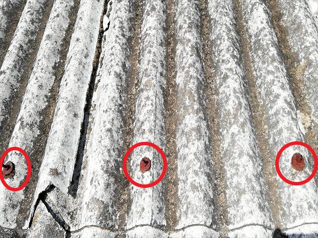揖保郡太子町のスレート屋根の錆びたボルト