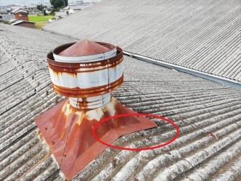 太子町のスレート屋根のルーフファン板金の浮き