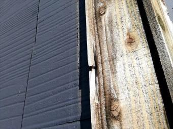 台風によって板金が飛ばされた棟部分