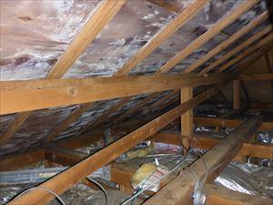 木造住宅の小屋裏