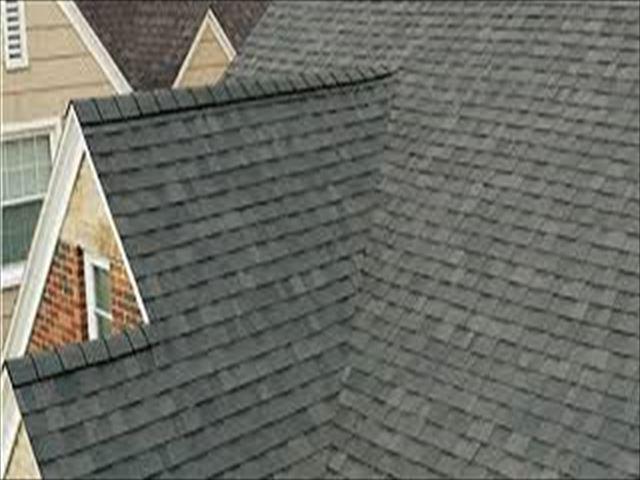 複雑な屋根に施工したアスファルトシングル