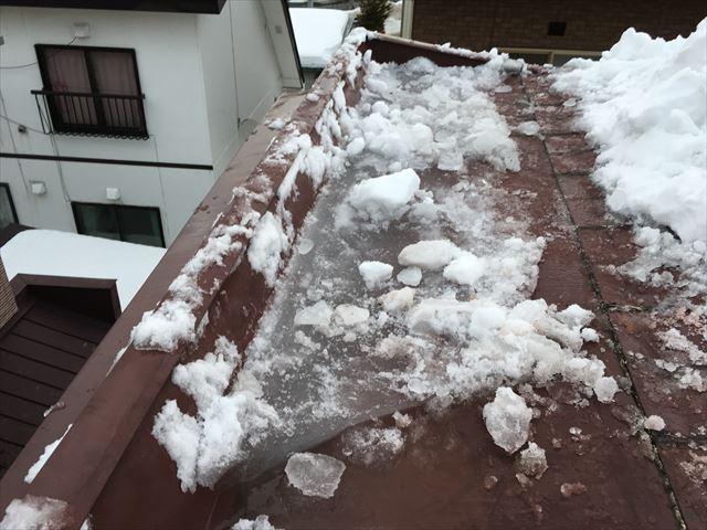 雨漏りは雨だけが原因ではありません!雪が原因で起こる雨漏り。