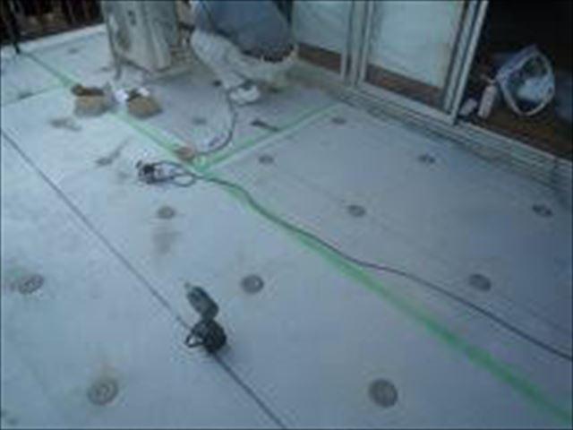 姫路市の塩ビシート防水の絶縁シート敷き込み